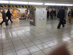 東京 上野駅 低い天井 通路
